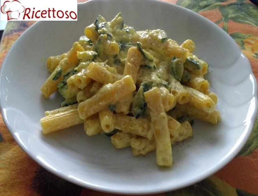 Pasta_zucchine_ricotta_zafferano2